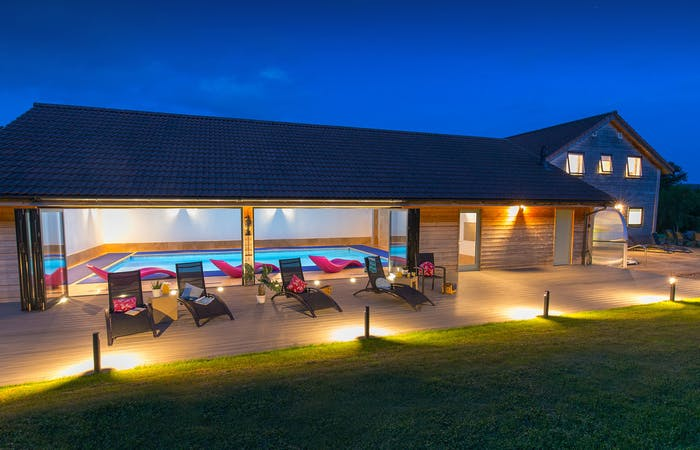 Somerset holiday lodge with indoor pool, hot tub, sauna, bbq lodge and games room sleeping 12 guests