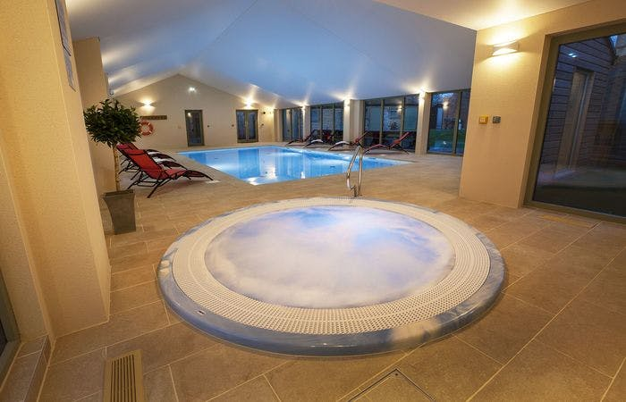 Holiday let somerset sleeping 20 with indoor poll, hot tub, sauna, games room and bbq lodge
