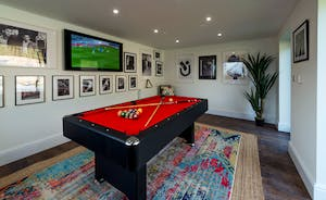 Hesdin Hall - At the top of the garden there's a games room with a pool table
