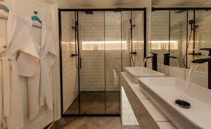 Hesdin Hall - Bedroom 3 has a fabulous en suite shower room