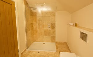 Coat Barn - The en suite for Bedroom 1 has a roomy shower as well as bath