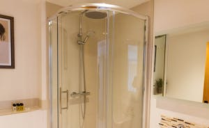 The Granary - Bedroom 3's fully modern en suite shower room