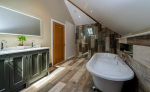 Croftview - Bedroom 10 (Barn Owl) has an en suite with a free standing bath and separate shower
