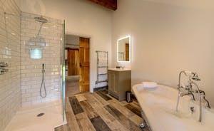 Croftview - Bedroom 11 (Fox): the en suite has a bath and separate shower
