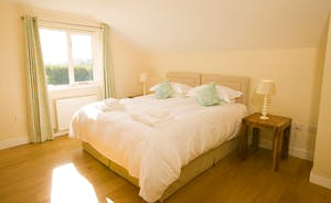 Fuzzy Orchard - Bedroom 5 is on the first floor and has an en suite wet room with a free standing bath