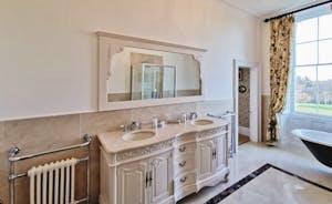 severn manor Bathroom