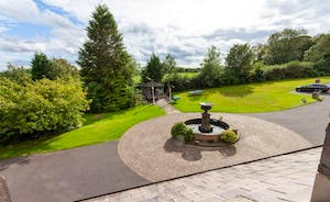 Peak Manor - At the front of the house there's a fountain and a bandstand - and incredible views