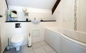 Whinchat Barns - Wagtail Corner: Modern bathrooms, crisp and fresh