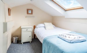 The Retreat Upstairs (2 Single Beds)