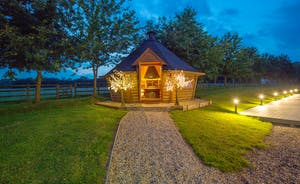 Fuzzy Orchard - A cosy Nordic style BBQ lodge with room for all
