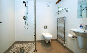 Whinchat Barns - Dippers Rest: Bright modern bathrooms in all the barns
