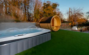 Hesdin Hall - You've got your own private spa here with the hot tub and sauna!