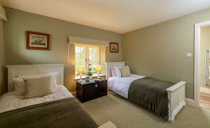 Pitsworthy - Bedroom 4 is a twin room with an en suite shower room