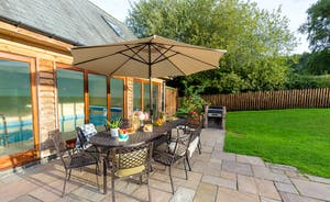Flossy Brook - Have breakfast out on the patio; the perfect start to a beautiful day