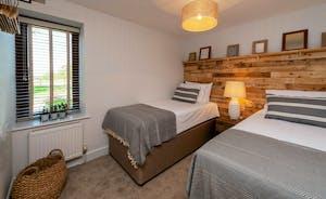 Whimbrels Barton - Curlews Halt: Bedroom 2 - Superking or twin