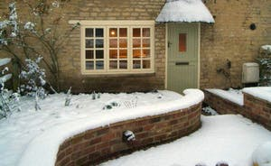 Sticky End Rutland: A Cottage for All Seasons