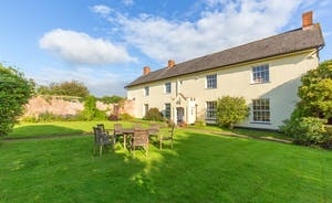 Pound Farm - Fresh air, peace and quiet - perfect for tea on the lawn