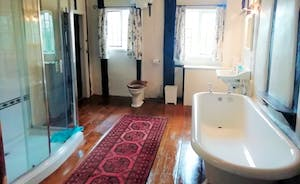 Ensuite to Bedroom 5 and shared