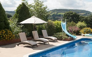 Foxhill Lodge - Relax by the pool and enjoy those views