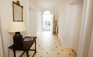 Berry House - The spacious, light and airy hallway