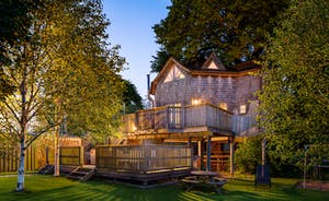 Luxury Five Star Treehouse with Hot tub at Sunset perfect for couples or families