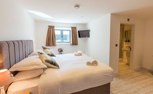 The Granary - Bedroom 3 can be either a superking or a twin room, and has an en suite shower room