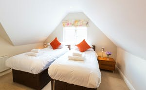 Cockercombe - Bedroom 5 is on the first floor and can be a superking or a twin room. It has an en suite bathroom.