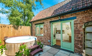 Cornflower Cottage- luxury five star detached period barn conversion with private hot tub