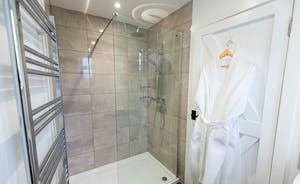 Pound Farm - Bedroom 7: A nice big walk in shower