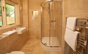 Foxcombe - Bedroom 1 has a lovely en suite shower room - sing your heart out every morning!