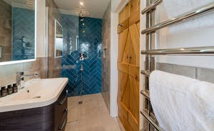 Croftview - Bedroom 8 (Squirrel) has an en suite shower room