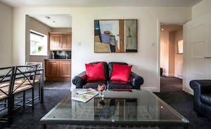 21 Greyfriars - spacious living area with workstation