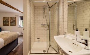 Hesdin Hall - Like all the bedrooms, Bedroom 8 has an en suite shower room