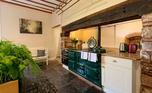 Pound Farm - The kitchen is aptly Farmhouse style - and so homely!