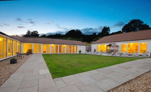 Holemoor Stables: Group accommodation set around a private courtyard