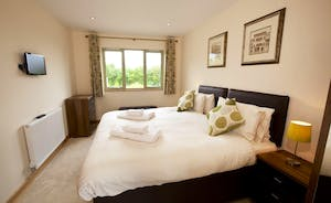 Crowcombe - Bedroom 3 is on the ground floor and has an en suite bathroom