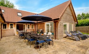 Foxcombe - Enjoy a sizzling barbecue, with outdoor dining for all 14 guests