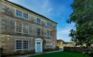 Hesdin Hall - Amazing group accommodation near Bath with a private pool