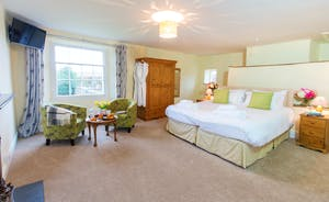 Pound Farm - Bedroom 1: Plenty of space and an en suite shower room