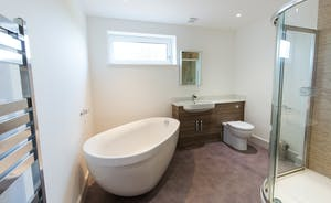 Orchard View - Contemporary style in the generously sized family bathroom