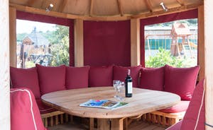 Foxhill Lodge - Retreat to the poolside breeze hut when the sun gets too strong