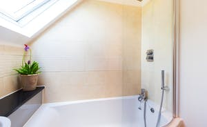 Siskins Nook, Stonehayes Farm - Crisp and bright modern bathrooms make such a difference