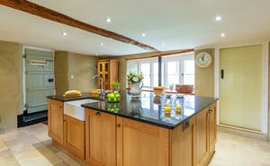Pippinsands, Stonehayes Farm - A big central island makes the kitchen a very sociable space