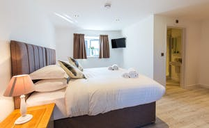 The Granary - Bedroom 4 can also be arranged as a super king or a twin room; it has an en suite shower room