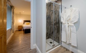 Kingshay Barton - Bedroom 1 (Purtington) has an en suite shower room