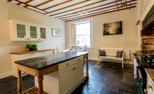 Pound Farm - The kitchen is a nice big sociable space so you can chat and cook at the same time.